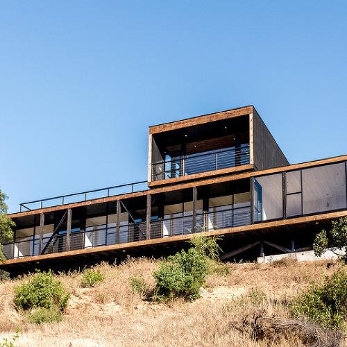 전망대 같은 풍경이 인상적인 언덕 위 하우스