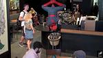 만약 스타벅스에서 '스파이더맨' 이 커피를 주문하면  - Spider-Man Grabs Coffee -