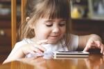 유아 스마트폰 중독 아이들의 뇌가 위험해요