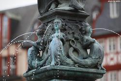 [독일 프랑크푸르트 여행] 뢰머광장의 앙증맞은 분수