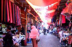 부키팅기 공화시장과 이슬람및 히잡 문화 - DIRGAHAYU REPUBLIK INDONESIA