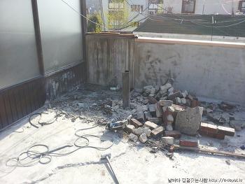 옥상우레탄방수 : 상가주택지붕 우레탄방수 하지작업후 우레탄하도작업