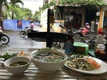 호이안 포슈아(Pho xua)에서 쌀국수를 즐겨보자.