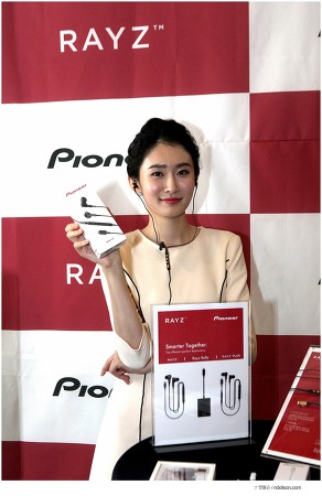 아이폰을 위한 이어폰, 파이오니아 레이즈 플러스(Pioneer Rayz)