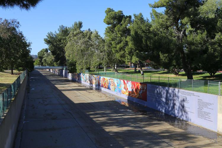 """LA의 만리장성? 우리 동네에 있는 세계에서 가장 긴 벽화 중의 하나인 """"Great Wall of Los Angeles"""""""