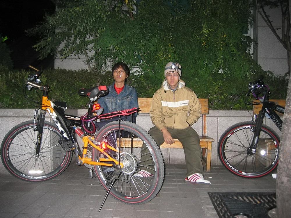 자전거로 달리자 - 여행가기전 기초체력강화용 밤바리 : 12669749513B8ADD1FC395