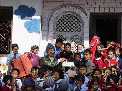네팔 의류 전달사진