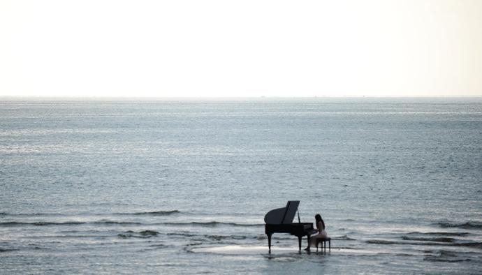 partition un piano sur la mer andre gagnon