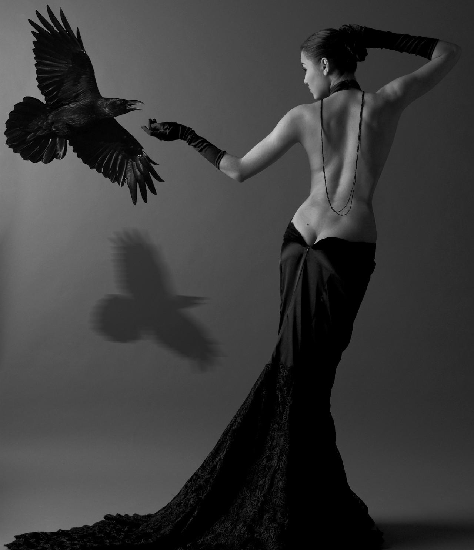 Фото девушки в черном платье 12 фотография
