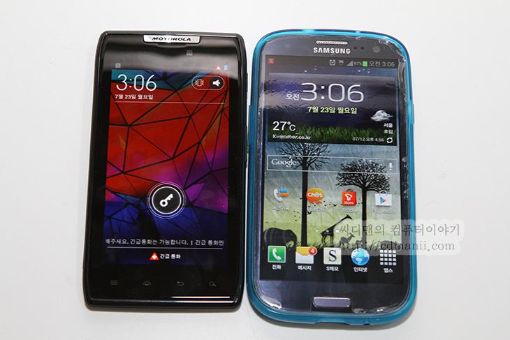 미인증 단말기입니다., 유심기변, 해결방법, IT, 직영점, 티월드, 유심, USIM, 유심변경, 모바일, 팁, 고객센터에 문의해주세요, 1599-0011, 모토로라 레이저,미인증 단말기입니다 유심기변 해결 방법  스마트폰을 여러개 사용하는 사람들도 있습니다. 또는 다른사람의 스마트폰을 잠시 빌려서 써야할 경우도 있죠. 이럴때 자신의 유심을 빼서 스마트폰에 넣으면 됩니다. 그런데 미인증 단말기입니다. 라는 에러메시지와 함께 되지 않을 경우가 있습니다. 지금은 갤럭시S3 새폰을 유심을 꽂아서 사용을 해야한다고 가정을 해보죠. 갤럭시S3는 개통이 된적이 없는 완전 새기기입니다. 그전에 사용하던 유심을 끼웁니다.  결론을 말하면 미인증 단말기입니다. 고객센터에 문의해주세요. 라고 나오면 2-3 번 또는 4번정도 재시작을 해주면 연결이 되게 됩니다. 그전에는 개통이력을 만들기 위해서 특별한 과정을 거쳐서 가개통을 한 뒤 유심을 꽂아서 사용하기도 했지만 지금은 전산이 바뀌어서 바로 연결이 안될경우 리부팅을 몇번 해주면 해결이 됩니다.