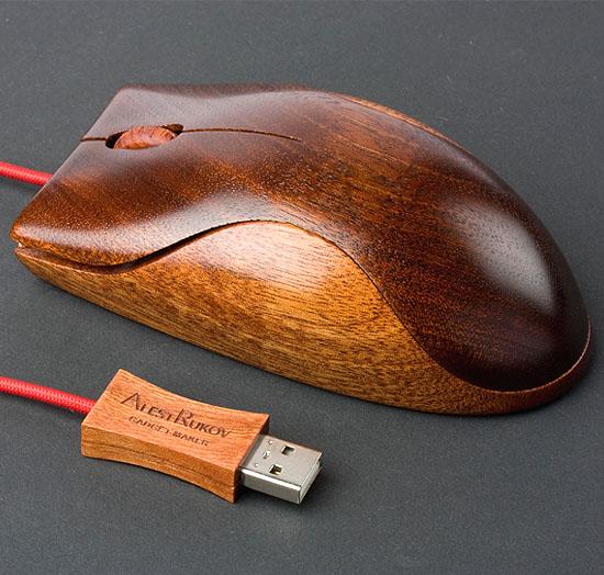나무로 만든 마우스..