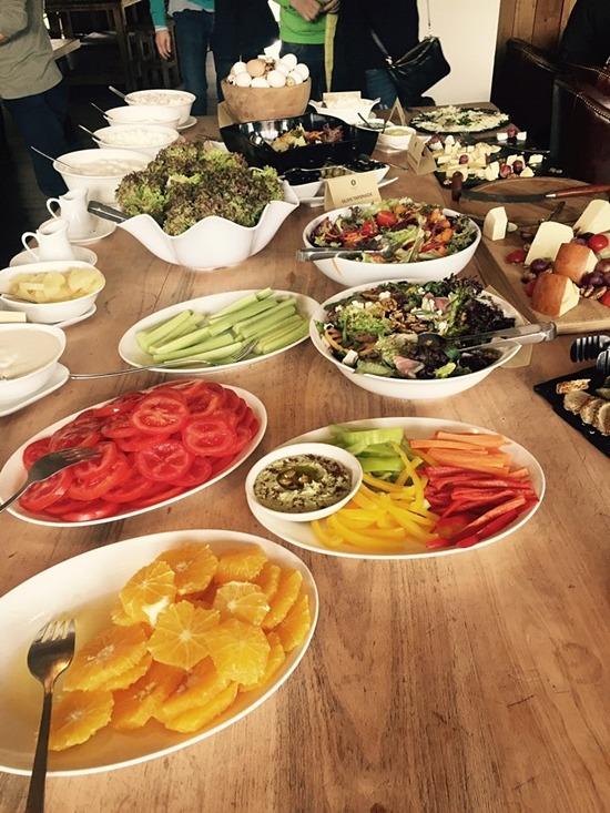 조지아 음식은 인근 아랍국가와는 많이 다르다. 피자와 비슷한 빵을 주식으로 먹는다.