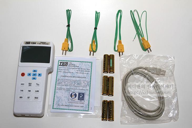 TES-1384, IT, 4채널온도계, 4채널 온도계, 사용기, 후기, 리뷰, TES-1384 4채널온도계 사용기, 온도계, 측정기,TES-1384 4채널온도계를 사용하고 있습니다. 이전에는  ZM-MFC3를 썼었는데요. 불편한 점이 로깅을 할 수 없고 사용하기 위해서는 파워서플라이의 12V 전원이 필요했기에 사용하는 위치의 제한을 받았었습니다. 그래서 TES-1384 4채널온도계를 사용을 앞으로 할 것입니다. 막상 개봉기라고 하지만 볼건 없습니다. 실제로 뜯어보면서 계측기에 대해서 느낀점을 적어볼까합니다. 이 온도계 경우 접속식 온도계이므로 비접촉식 온도계 보다는 오차가 상대적으로 낮습니다. 저는 지금 열화상카메라 까지 가지고 있는 상태이지만 열화상카메라도 형광등에 반사된 빛의 온도를 높은 온도로 잘못인식하는등 표면의 상태에 따라서 잘못인식하는 경우가 생기긴 하지만 접촉식 온도계는 그렇지 않으니까요. 물론 특정 위치의 온도를 측정하는데에서는 더 정확하지만 전체적인 온도 변화 및 분포를 확인하기 위해서는 또 열화상카메라가 필요하게 되겠죠. 글이 길었네요. 일단 TES-1384 4채널온도계를 뜯어보도록 하겠습니다.