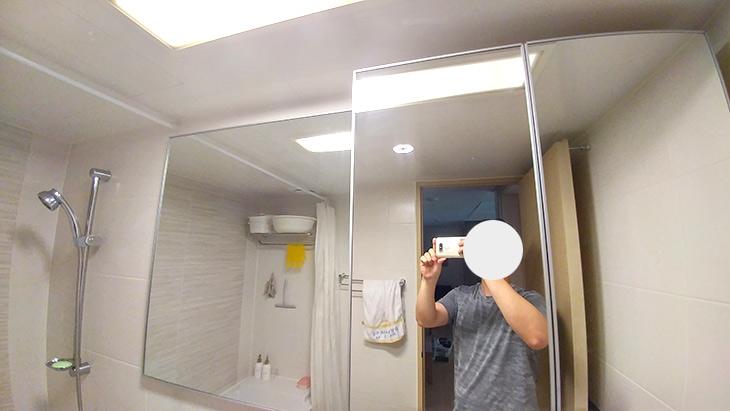 욕실거울, 김서림방지, 울트라 안티포그,효과짱,인테리어,이제 더운물로 샤워를 해야하는데요. 샤워를 마치고 나오면 거울에 김이 꽉 차죠. 욕실거울 김서림방지 울트라 안티포그를 써봤는데 효과짱 이네요. 원래는 거울이 안보일정도로 김이 서려야 하는데 전혀 생기지 않네요. 좀 신기할 정도군요. 이 제품은 서울대 화공학과 출신들이 모여서 만들어낸 작품 입니다. 욕실거울 김서림 방지는 물론 차량용 제품도 있는데요. 원리는 비슷합니다.