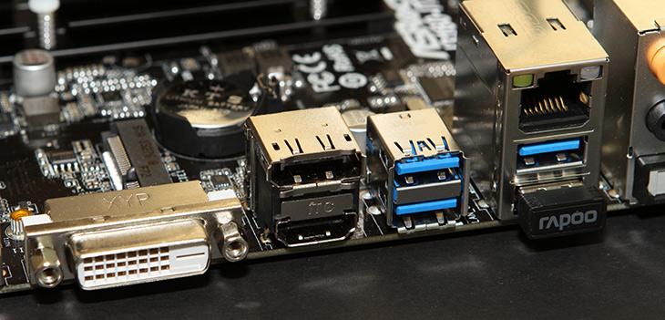 DP to HDMI, DM796 ,Coms HDMI, 여러개, 포트, 사용하기,IT,IT 제품리뷰,요즘 컴퓨터 메인보드들은 여러개의 디스플레이 포트를 지원합니다. 그런데 HDMI 포트가 2개 이상 필요한 경우도 있죠. DP to HDMI DM796 Coms HDMI를 이용해서 여러개 포트 사용하기를 해보도록 하겠습니다. 제 컴퓨터는 HDMI DP 이렇게 2개의 포트가 있습니다. HDMI 포트에는 모니터를 연결하고 추가로 모니터 연결 시 DP 포트를 이용할 수 있죠. DP to HDMI 는 DP를 HDMI 로 변환해주는 어댑터 입니다. 참고로 반대로 HDMI 를 DP로 변환해주는 것은 아직은 없습니다.
