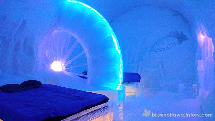 얼음조각이 있는 객실입니다