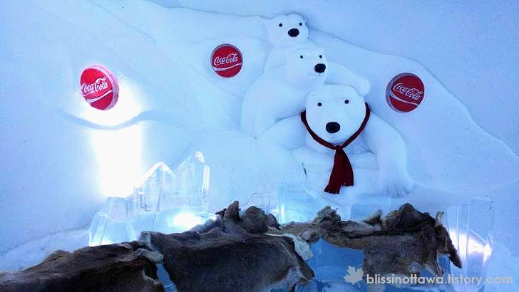 아이스 호텔의 코카콜라 북극곰 입니다