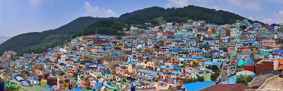 부산 근현대사의 흔적을 고스란히 담고있는 감천문화마을의 파노라마 전경