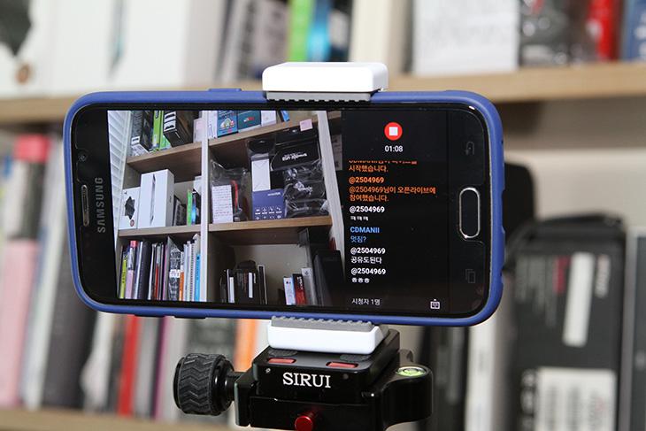 한샘 인테리어 책장, 에어라이브, 생방송 자랑하기,모바일,IT,생방송 어플,방송 어플,한샘 인테리어 책장 에어라이브 생방송 자랑하기를 해볼텐데요. 스마트폰을 이용해서 간단하게 라이브 방송을 하고 싶을 때가 있죠. 공연을 보고 있는데 나 혼자보기 아까운 장면이라던가 아니면 사고 영상이라던가 등등 또는 거창하진 않지만 인테리어를 바꾸려고 한샘 인테리어 책장을 놓았는데 그럴듯해서 다른 분들에게 자랑하고 싶을 때, 실시간으로 영상을 직어서 여러사람들과 동시에볼 수 있습니다. 또는 그룹라이브를 통해서 자신이 선택한 사용자와 함께 공유할 수 도 있습니다. 어떻게 보면 스마트폰을 이용해서 간단하게 방송을 하는 것 인데요. 전문적인 장비는 필요없습니다.  스마트폰만 있으면 되죠. 그리고 특별히 유료앱을 쓸 필요도 없습니다. 에어라이브만 쓰면 됩니다.