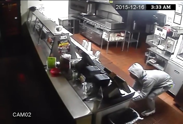 빈집털이 좀도둑이 찍힌 CCTV영상으로 지명수배 겸 레스토랑을 광고하는 바이럴필름으로 만들다, 라스베가스의 타코(Grilled Tacos) 전문 레스토랑 '프리홀레스 앤 프레스카스(Frijoles & Frescas)'의 '타코를 원한 좀도둑들(Burglars Just Want Tacos)'편 [한글자막]