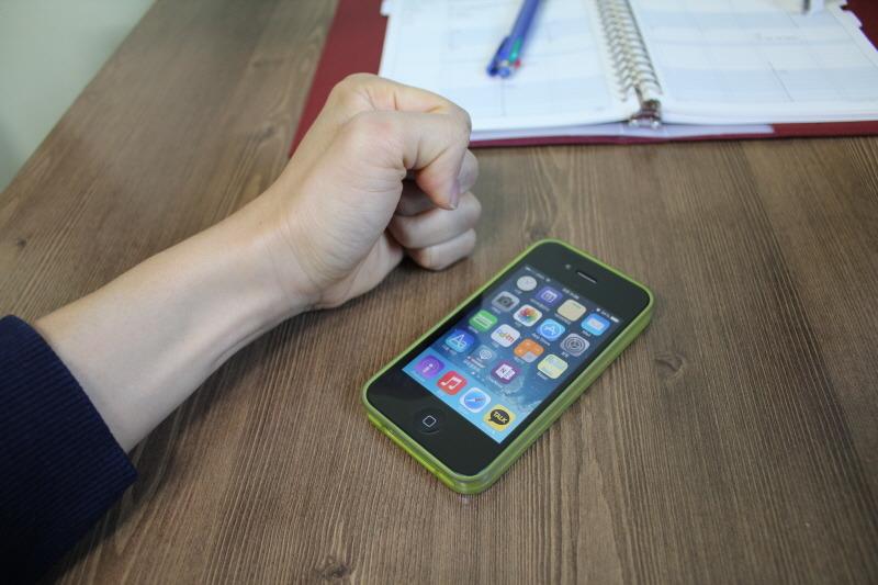 스마트폰 수리, 아이폰4 수리 실패담, 아이폰4 수리, 아이폰 수리, 아이폰 수리센터, 아이폰 수리점, 고장난 아이폰, 홈버튼 수리, 전원버튼 수리, 밝기조정, 아이폰 뒷면 얼룩현상, 아이폰 외부마이크, 홈버튼 딱밤, 3M 윤활제 WD40, 아이폰 먼지제거, 스마트폰 수리 시 주의사항, 아이폰 수리 시 주의사항, 조도센서 수리