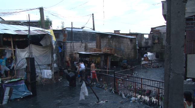 필리핀 마닐라의 칼로오칸 시티라는 빈민가
