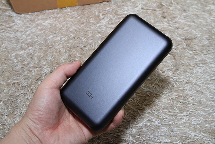 ZMI QB820, 올웨이즈 노트북, 충전하는, 초고속, 20V 보조배터리,IT,IT 제품리뷰,구매 후 기다리고 기다려서 받았는데요. 제가 가진 제품 중 가장 성능이 좋네요. ZMI QB820 올웨이즈 노트북 충전하는 초고속 20V 보조배터리를 소개 합니다. 노트북이나 스마트폰을 다양하게 쓰는 분들에게 좋습니다. ZMI QB820 제품은 즈미 즉 샤오미 자회사에서 만든 제품 인데요. USB-A는 최대 12V까지 고속충전을 USB-C는 최대 20V까지 지원을 하면서 고속 충전을 지원 합니다. 물론 스마트폰이나 태블릿도 충전 가능하고 샤오미 닌텐도 맥북도 충전이 가능 합니다. 물론 보조배터리 입력도 고속충전을 지원 합니다.