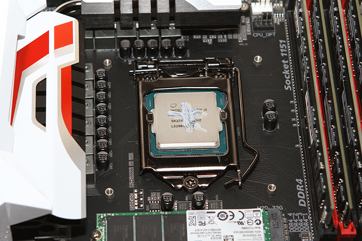 스카이레이크, i5-6600 프로세서, 성능, 내장그래픽, 성능, 후기,HD530,HD4600,i5-6600,i5 6600,오버클러킹,IT,IT 제품리뷰,후기,사용기,인텔,intel,스카이레이크 i5-6600 프로세서 성능과 내장그래픽 성능 후기를 준비해 봤습니다. 제 경우에는 내장그래픽을 무척 잘 사용하는 편인데요. 시스템을 좀 더 간결하게 만들 수 있고 전력소모량도 줄일 수 있죠. 인텔은 내장그래픽의 성능을 꾸준히 높여왔는데요. 이번 스카이레이크 i5-6600 프로세서에서는 이전보다 좀 더 좋아졌습니다. 과거에는 내장그래픽 하면 그냥 사무용 정도로만 생각을 했지만 이제는 성능이 많이 좋아져서 최신운영체제의 깔끔한 UI를 구성하는데 도움이 되고 어느정도의 게임을 하는것에도 무리가 없어졌죠. 개인적으로 궁금해서 GTA5를 실행을 해봤었는데요. 해상도를 낮추니 충분히 돌아가긴 하더군요. 물론 안전모드로 실행한 것이므로 게임을 해본것은 그정도로 성능이 많이 좋아졌다는 의미로 보여드리는 것이지만, 내심 놀랐습니다. 스카이레이크 i5-6600 프로세서는 그래픽카드를 추가로 장착해서 게이밍용으로도 손색이 없고 많은 일을 동시에 하는 사무실용으로도 손색이 없습니다. 제가 사용해보면서 느낀점과 벤치마크 내용들을 소개해보도록 하겠습니다.