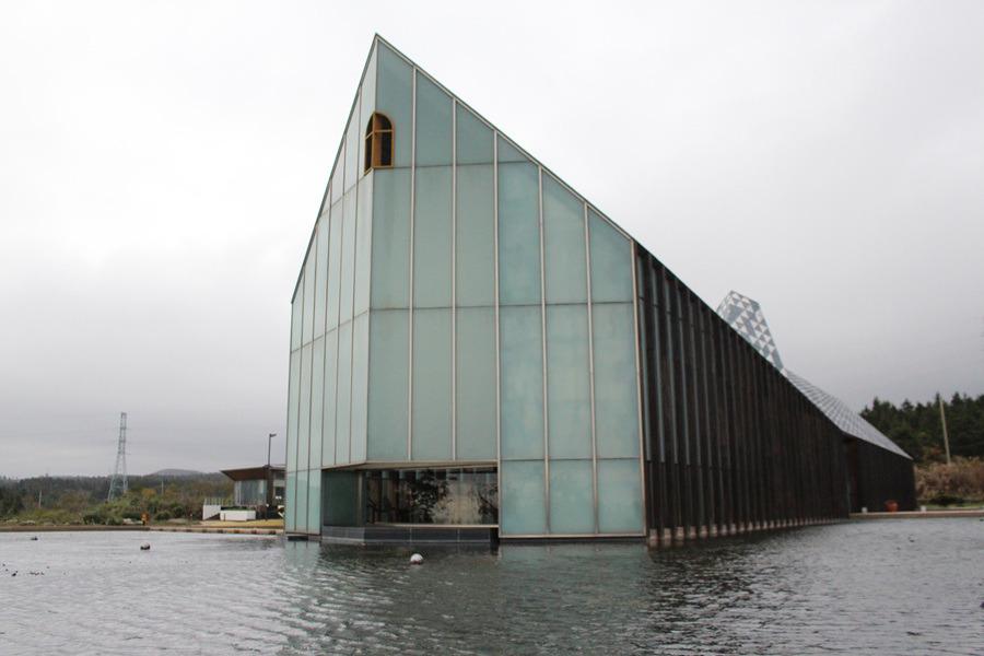 물에 떠 있는 듯한 방주교회 멋지다!