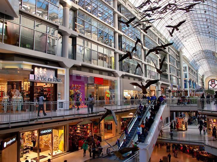 토론토 최대 쇼핑몰 이튼 센터입니다