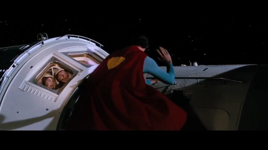 영화 '그래비티(Gravity)'에 슈퍼맨(Superman)이 등장한다면? - 그래비티 패러디(GRAVITY - Exclusive Alternate Scene / Redefines Entire Movie) 영상