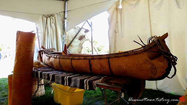 북미 원주민 카누입니다