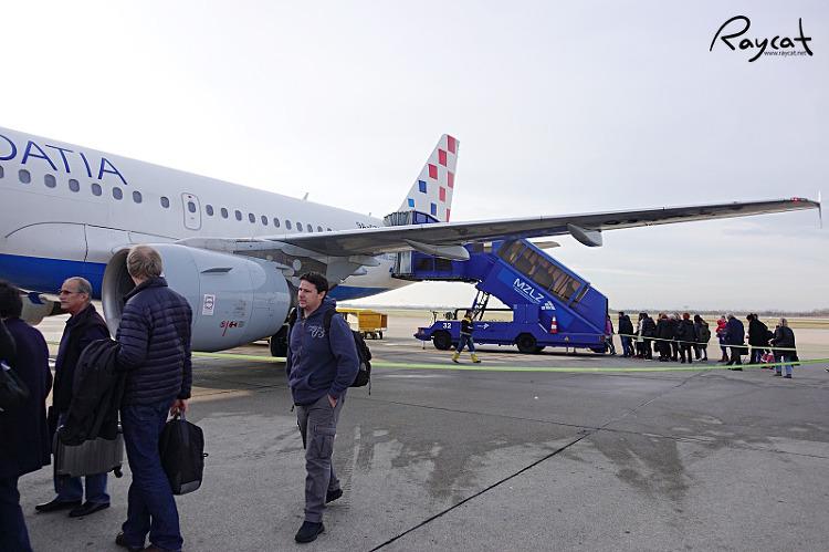 자그레브 공항 크로아티아 항공 탑승