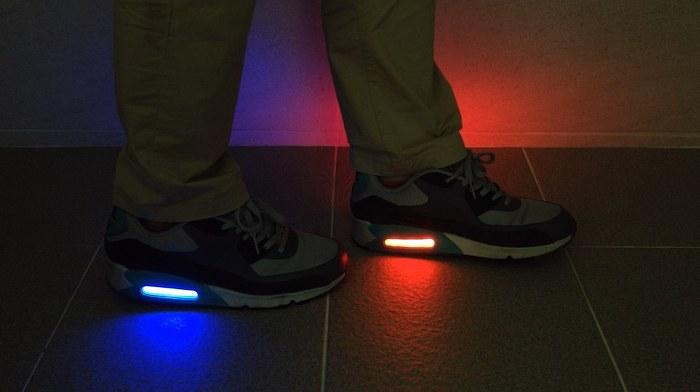 촉각센서와 LED가 융합된 모듈로 시범 제작된 신발