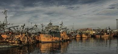 빈티지 사진 풍경 경치 어촌 오래된 배들 선박 태풍 피해 피난 항구 항해 오렌지색