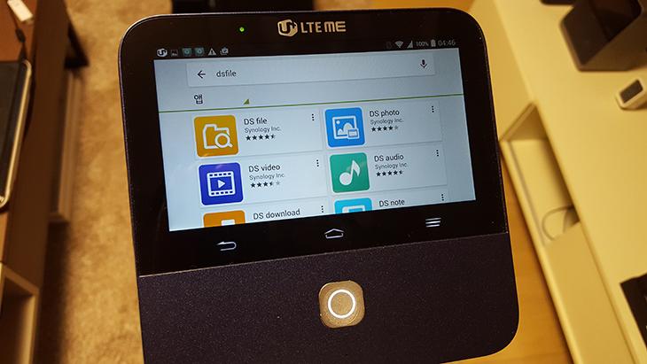 LTE 빔프로젝터, SPRO2+, 사용 ,후기, 무한도전, 프로젝터,IT,IT 제품리뷰,후기,사용기,LTE 빔프로젝터 사용기,빔 프로젝터,LTE 빔프로젝터 SPRO2+ 사용을 해 봤는데요. 무한도전 프로젝터로도 알려진 제품이죠. 개인적으로 궁금한점이 많았는데요. 프로젝트 빔 사용이 처음은 아니지만 이번 제품은 좀 특이한 제품 이었습니다. 느낌상으로는 스마트폰에 빔을 붙여둔듯한 느낌인데요. 실제로 이 제품은 LTE통신이 됩니다. LTE 빔프로젝터 SPRO2+ 사용시 WiFi나 다른 신호 없이도 LTE 통신을 통해서 데이터를 받아서 재생하는것이 가능하다는 것이죠. 무한도전 프로젝터로 쓴 이유도 그런 이유 때문일텐데요. 유플러스 LTE 비디오 포털에서 영상을 직접 재생하는것이 가능 합니다. 유튜브나 기타 앱을 설치해서 영상을 재생하는 것도 가능했습니다. 무한도전 프로젝터 LTE 빔프로젝터 SPRO2+ 사용시 가장 편했던 점은 터치로 조작할 수 있는 화면이 있다는 점 입니다. 덕분에 빔 프로젝터의 상태를 바로 화면으로 확인할 수 있고 조작도 가능했습니다. 조작이 편해서 다른 프로젝터는 뭔가 불편함이 느껴질 듯한 그런 느낌마저 들것같은 제품이었는데요. 아래에서 자세히 살펴보도록 하죠.