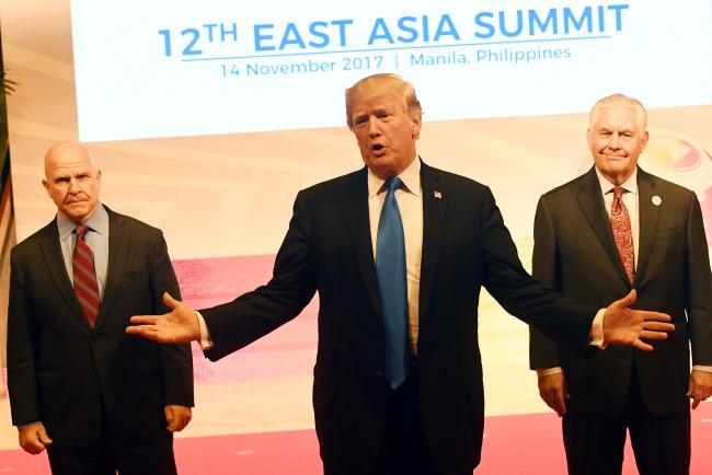 [사설]트럼프의 아시아 순방은 미국을 위대하게 만들지 못했다