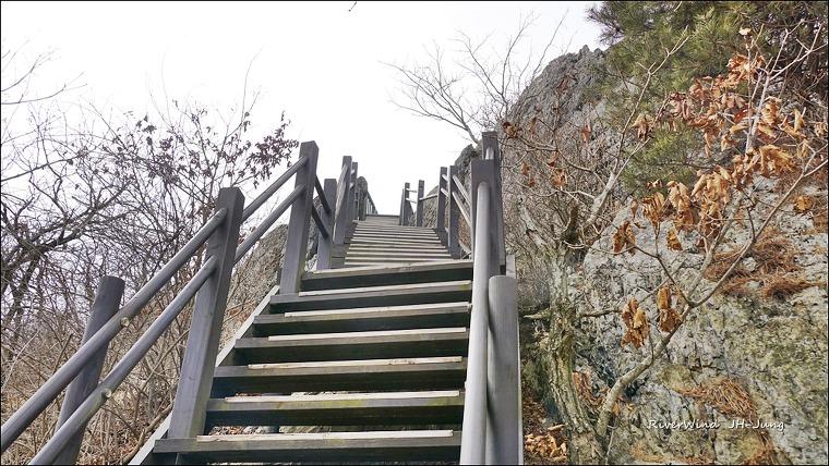 천성산제2봉 계단