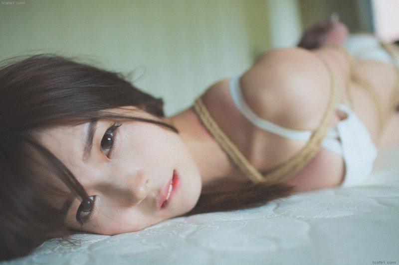 BDSM + 비키니 = 본디지 비키니 (패션 트렌드)