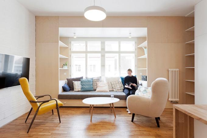 *리딩누크 Built-in Couch and Shelves By The Window