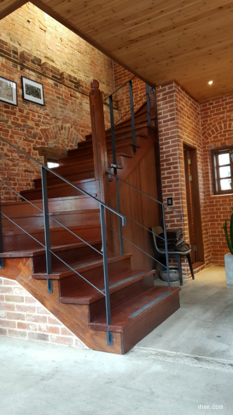 2층으로 가는 계단