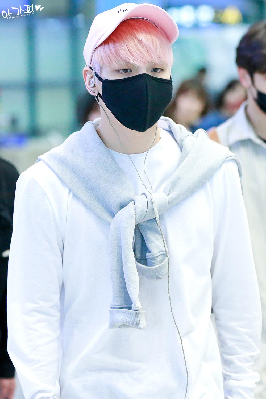 160425 Jonghyun @ Aeropuerto de Incheon {Llegada a Corea} 2526843B571E09F1293684
